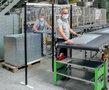 25100-3000-Basismodule hygienische scheidingswand/hoogte 2000 mm/breedte 1000mm/transparante kunststoffolie in 2 mm dikte en 1500 mm hoogte/diepte 500 mm/staanders RAL 3000 vuurrood